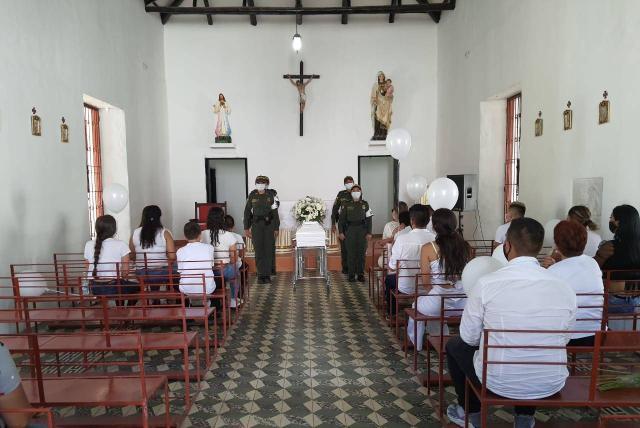 Grupos de máximo 20 personas entraban a la capilla donde se veló a salomé para darle el último adiós.