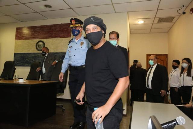 Ronaldinho queda en libertad luego de 171 días de prisión en ...