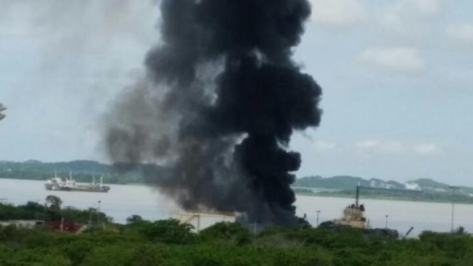 Dos incendios simultáneos en zona industrial de Cartagena