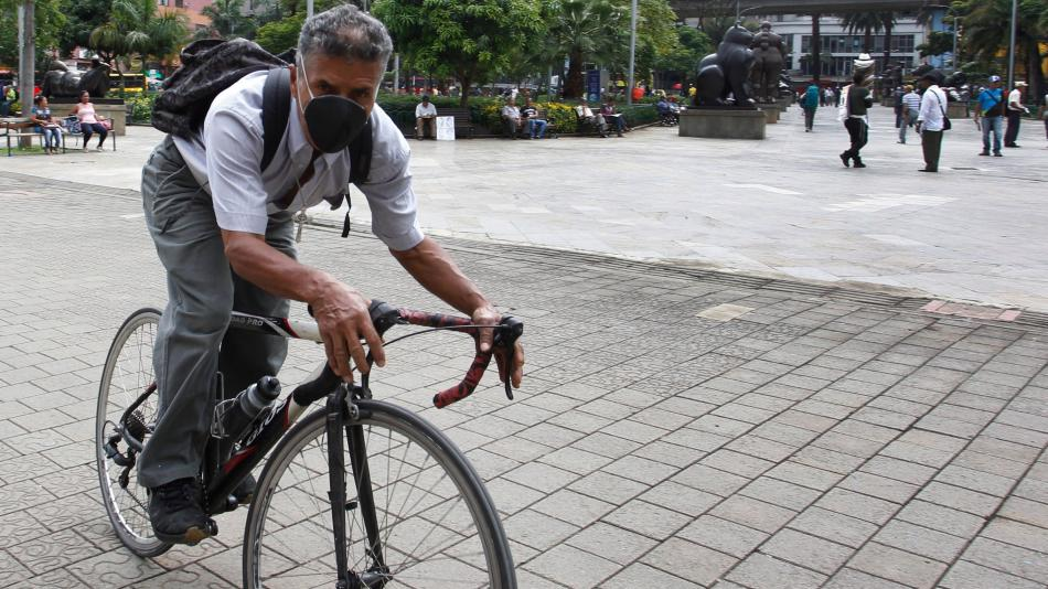 Contaminación del aire disminuyó, pero sigue alerta roja en Medellín