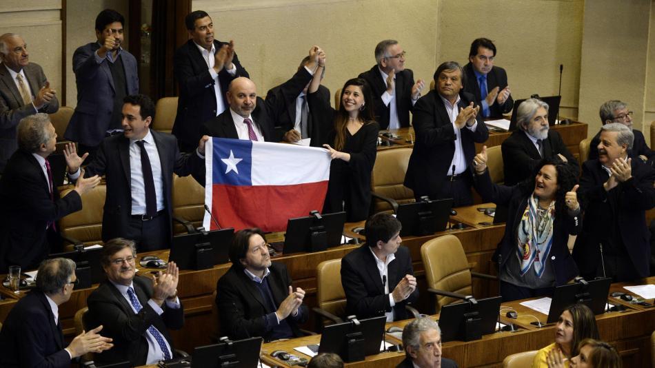 Congreso chileno acuerda llamar a plebiscito para cambiar Constitución - Latinoamérica - Internacional - ELTIEMPO.COM