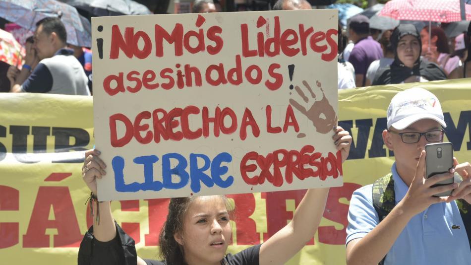 Resultado de imagen para colombia marcha por la vida