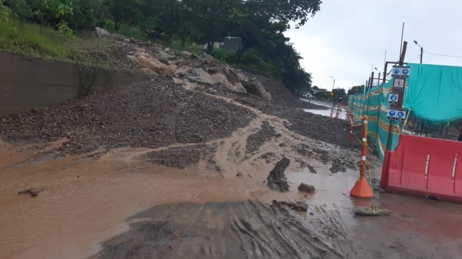 Cierre total de la vía Bogotá-Villavicencio por deslizamientos