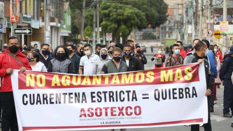 Algunos ciudadanos protestan: 'No más cuarentena por localidades'