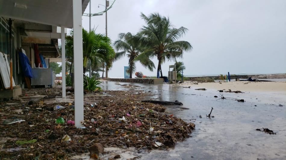 Los duros contrastes de San Andrés tras la tragedia