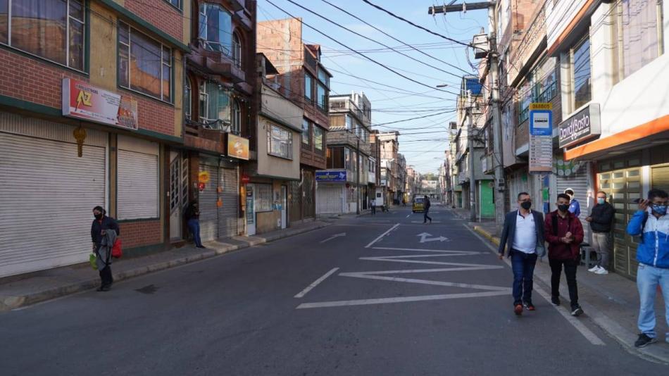 Con ocupación de camas UCI, Bogotá está al borde del toque de ...
