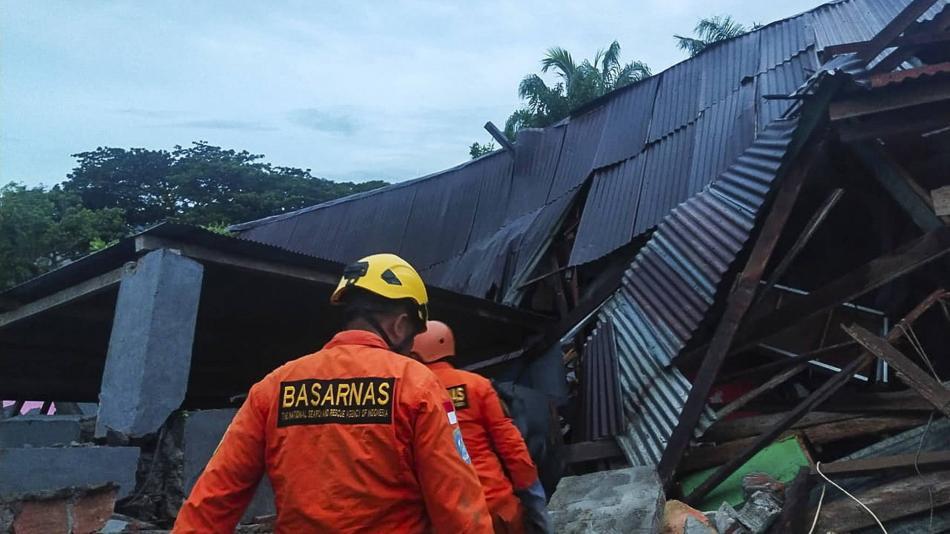 Sismo en Indonesia deja al menos 34 personas muertas