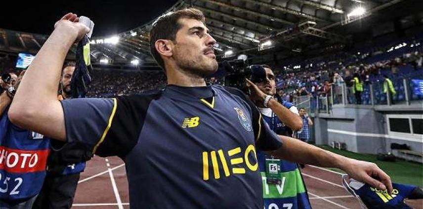 Fraterno intercambio de saludos entre Ospina e Iker Casillas 7eb26305e4b