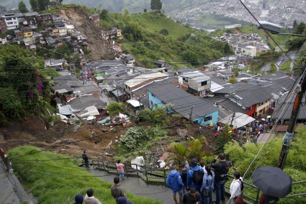 Derrumbe en el barrio González de Manizales el 19 de abril de 2017