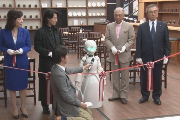 cafetería con robots