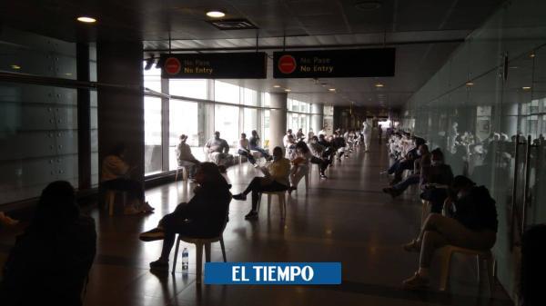 Llegan colombianos deportados en Estados Unidos - Política
