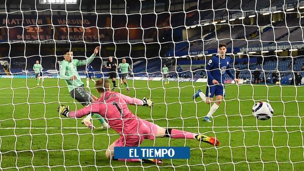 Chelsea aterrizó a un deslucido Everton, que no contó con James