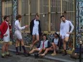 ¿Se vestiría así?: la camisa con calzón que produce controversia