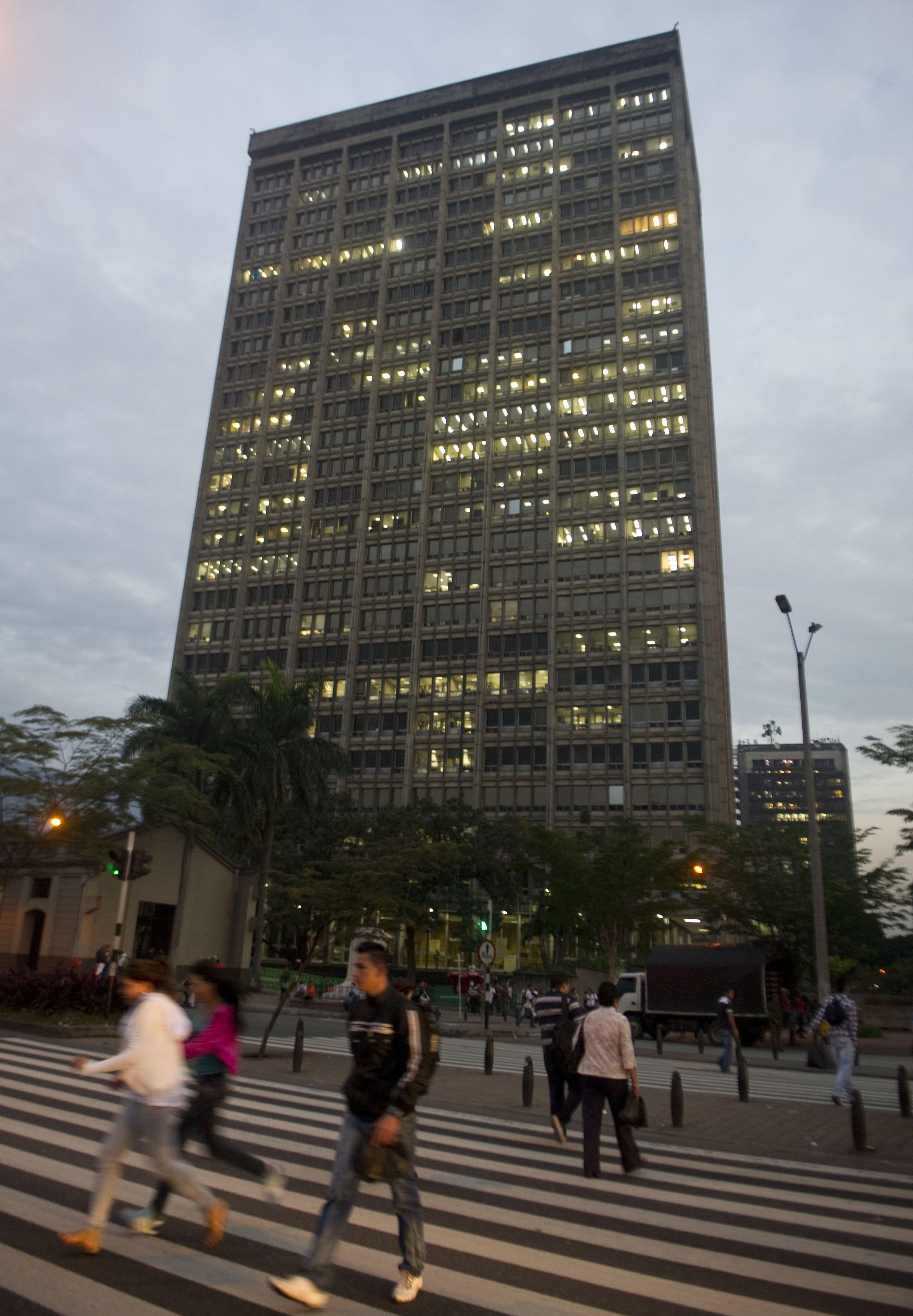 Investigan muerte de presunto jefe criminal tras caer de un piso 16