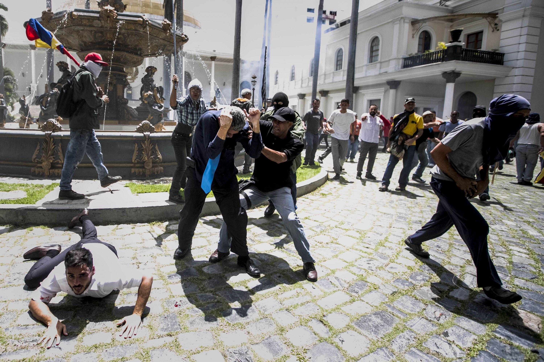 Actor Porno En Parlamento entrevista con armando armas diputado herido por chavistas