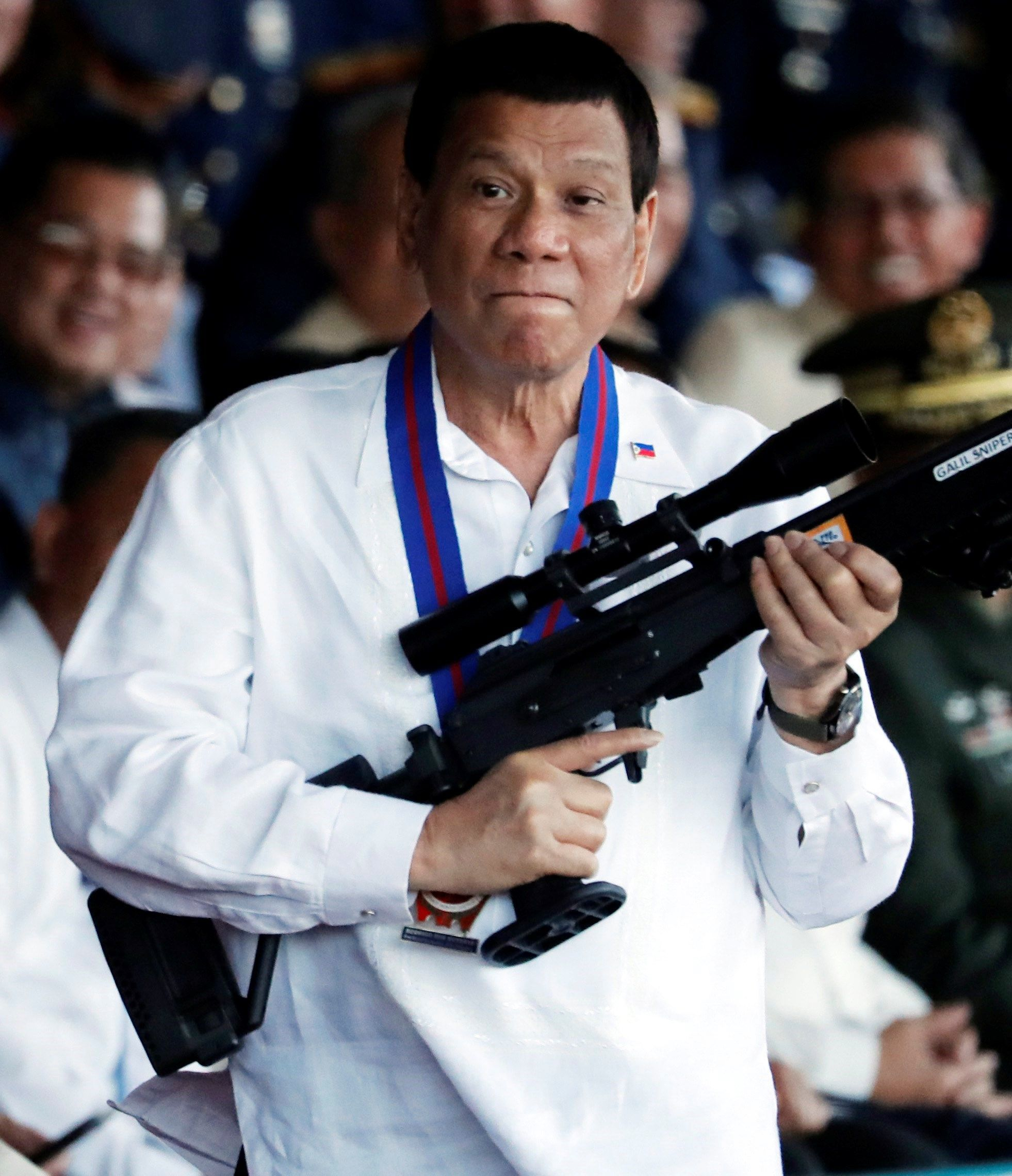 Presidente de Filipinas anima a matar a los obispos católicos del país