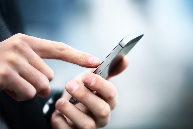 Resultado de imagen para empleados con celulares