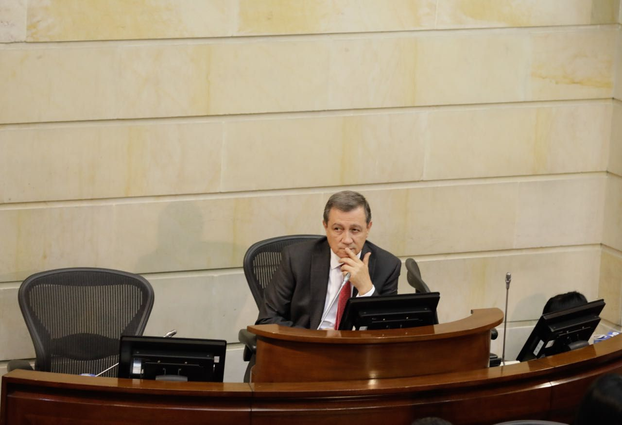 'Presidente no debe descartar convocatoria de constituyente': Macías