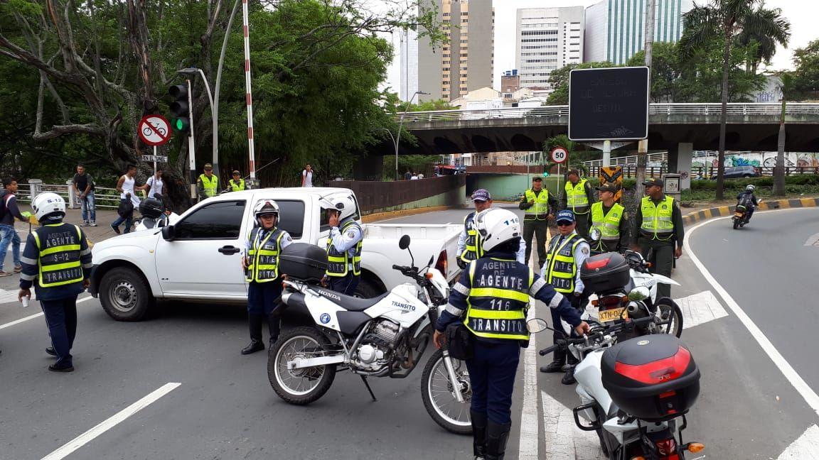 Caleños a pie, por protestas de transportadores