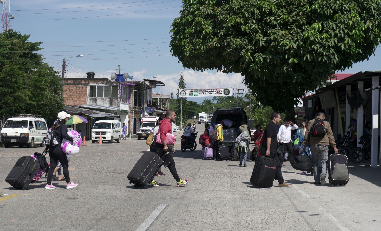 Venezolanos durante su llegada a Ecuador y Colombia - Venezuela ...