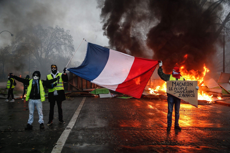 Graves protestas en Francia acorralan al presidente Emmanuel Macron