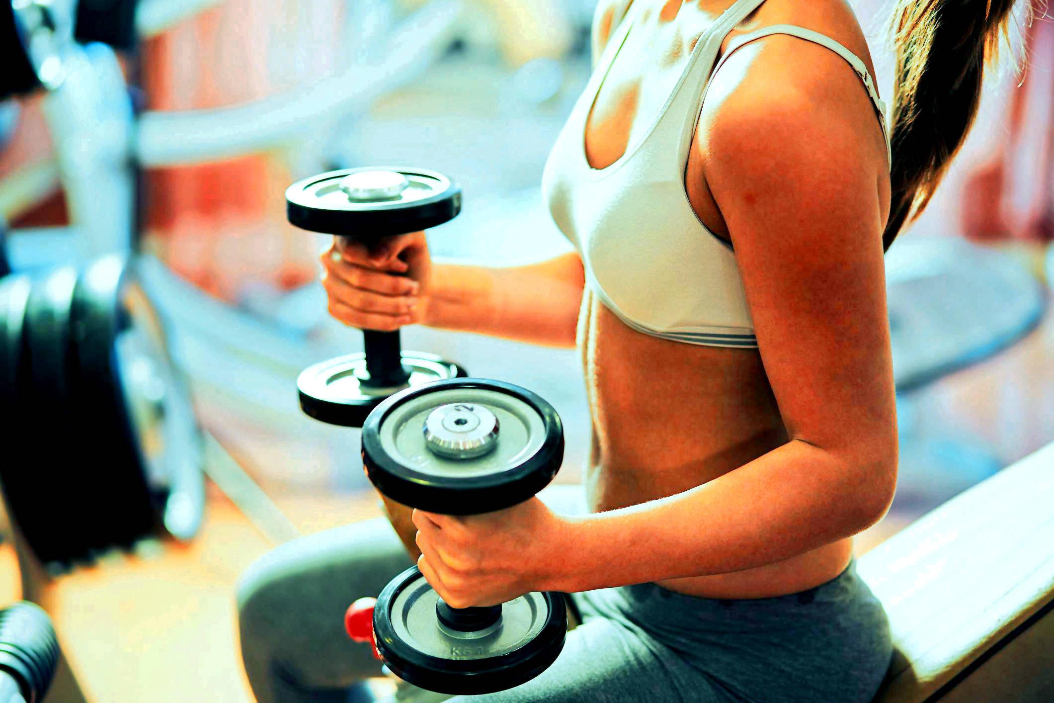 cardio vs pesas que es mejor para quemar calorias
