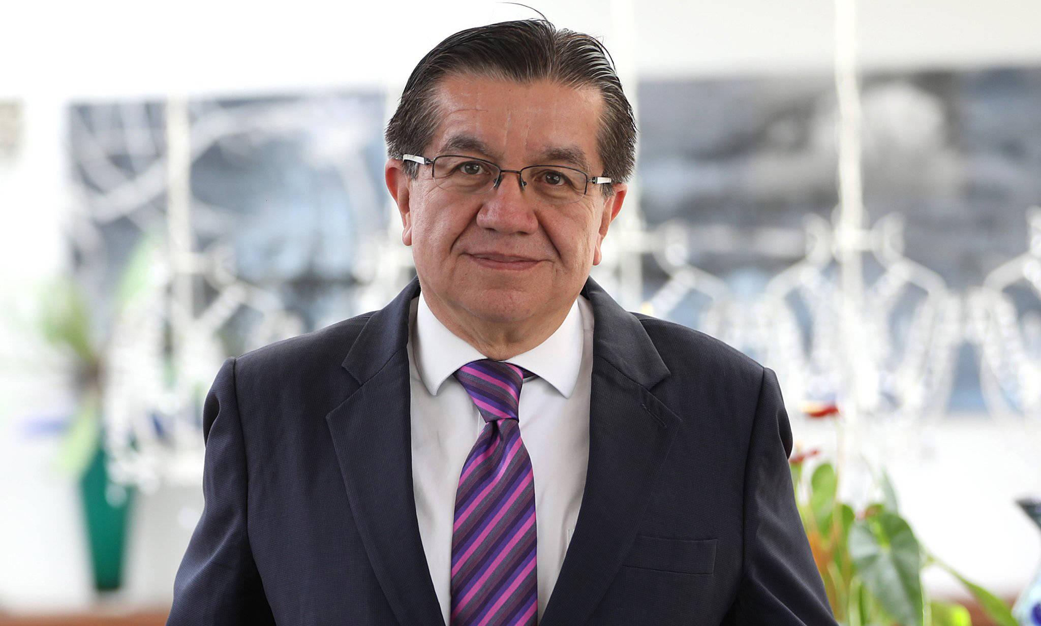 Entrevista con Fernando Ruiz Gómez, ministro de Salud - Salud ...