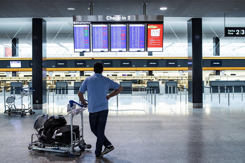 Aerolíneas cancelan miles de vuelos por la baja en ventas que deja ...