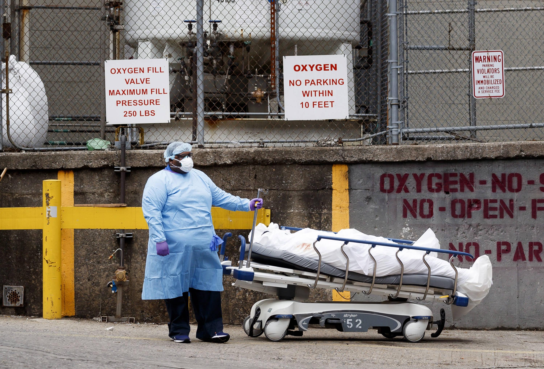Alza de muertes en EU se dispara por coronavirus