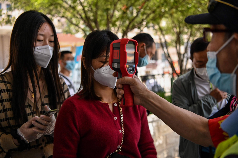 Wuhan haría test masivos a sus habitantes por posible rebrote ...