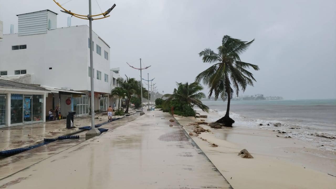 Proponen que congresistas donen salario para damnificados del huracán